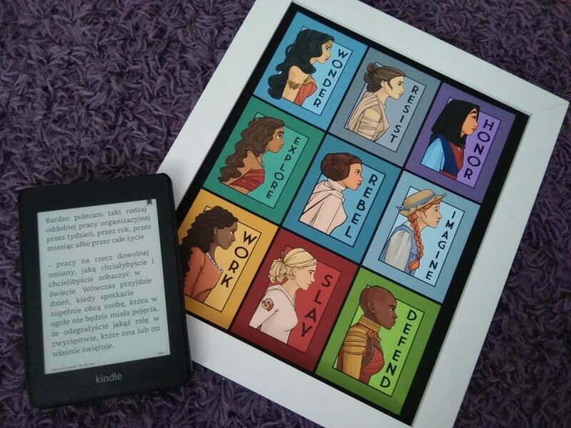 """Fragment książki """"Moje życie w drodze"""" Glorii Steinem, ilustracje na obrazie autorstwa Karen Hallion"""